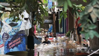 Photo of Death toll rises in Indonesia's sinking capital as flood defences struggle