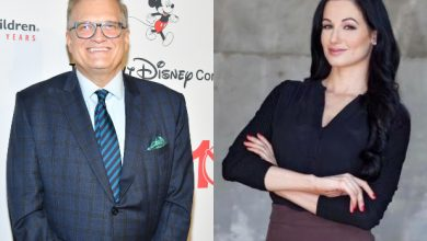 Photo of Comedian Drew Carey pays tribute to ex-fiancé on her death
