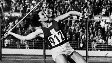 Photo of Dana Zatopkova, Champion Javelin Thrower, Is Dead at 97