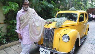 Photo of 'Speechless' Amitabh Bachchan poses with new vintage car