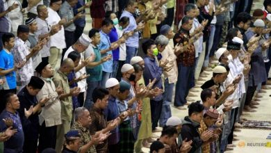 Photo of Ignoring government appeals, some Jakarta mosques hold Friday prayers