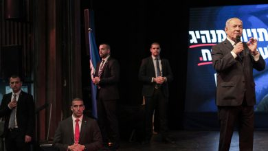 Photo of Deal Extends Netanyahu's Rule as Rival Accepts Israeli Unity Government