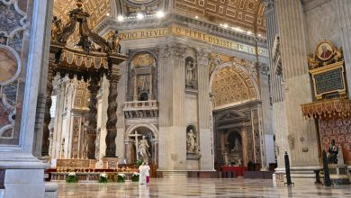 Photo of Pope Delivers Easter Message From Closed St. Peter's Basilica