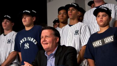 Photo of Hank Steinbrenner, the Yankees Owner Who Kept a Guitar in His Office
