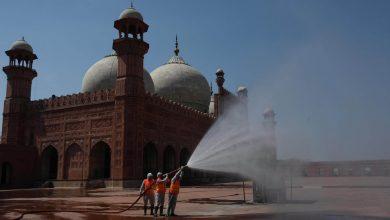 Photo of Pakistan Coronavirus Lockdown Is Thwarted by Imams as Ramadan Nears