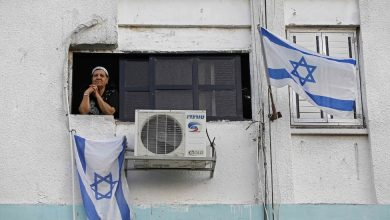 Photo of Israelis and Palestinians Remember the Slain, Home Alone or Online En Masse