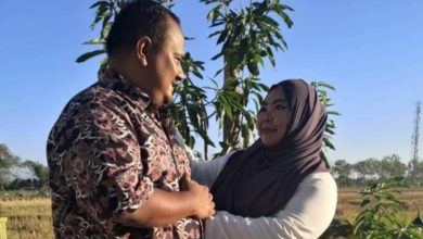 Photo of Malaysian woman wins battle against COVID-19 after losing policeman husband to the disease