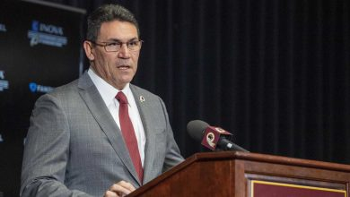 Photo of Ron Rivera, Daniel Snyder discussing Washington name change for weeks