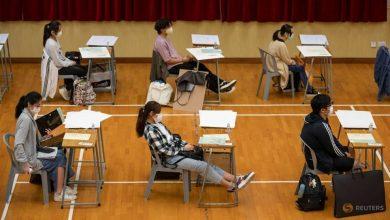 Photo of Masked Hong Kong students take final school exams after COVID-19 delay
