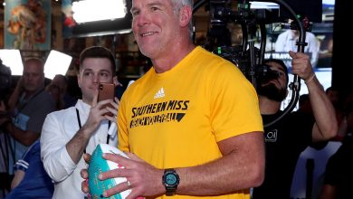Photo of Brett Favre to Repay $1.1 Million for Speeches He Didn't Make, Auditor Says