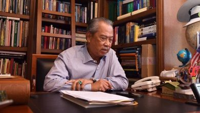 Photo of Malaysian PM Muhyiddin quarantined for 14 days after officer contracts COVID-19
