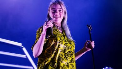 Photo of Billie Eilish and her cool dad to host Apple Music radio show