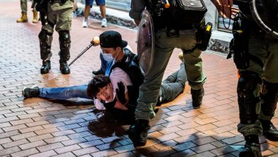 Photo of Hong Kong police force faces no sanction over violent crackdown on protesters