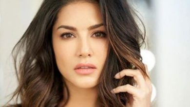 Photo of Watch: Sunny Leone 'forced' to mop the floor