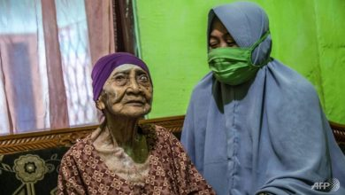 Photo of 100-year-old Indonesian woman beats coronavirus