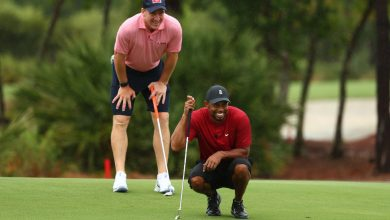 Photo of Tiger Woods-Peyton Manning pairing wins match over Phil Mickelson-Tom Brady