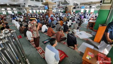 Photo of Jakarta mosques spring back to life, businesses making preparations as COVID-19 curbs ease