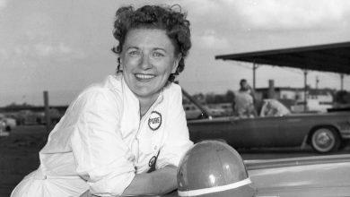 Photo of Vicki Wood, Who Broke Car-Racing Gender Barriers, Dies at 101
