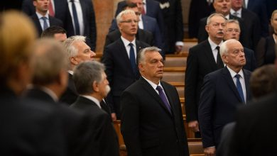 Photo of Hungary Moves to End Rule by Decree, but Orban's Powers May Stay