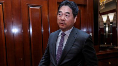 Photo of Billionaire's Sentence for Child Abuse Prompts Anger in China