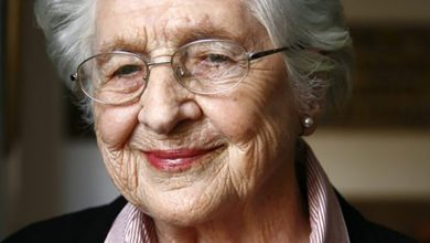 Photo of Elsa Joubert, 97, Dies; Afrikaans Writer Explored Black Reality