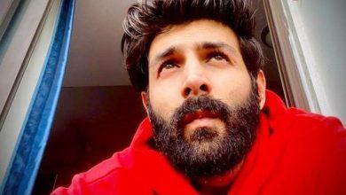 Photo of Kartik Aaryan's beard capers continue on social media