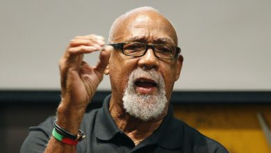 Photo of John Carlos, U.S. athletes ask IOC to end Olympic anti-protest rule