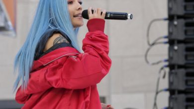 Photo of Halsey stands up for others with bipolar disorder