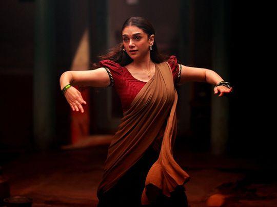Aditi Rao Hydari in Sufiyum Sujatayum (2020)-1594187252405