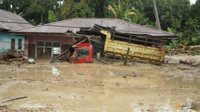 Photo of Flash floods kill at least 21, displace hundreds in Indonesia