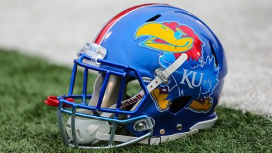 Photo of Kansas suspends workouts after 12 players test positive for COVID-19
