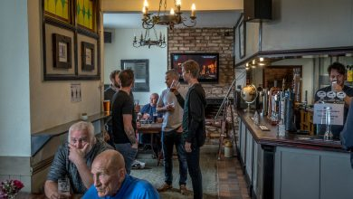 Photo of English Pubs Reopen, Dividing a Border Town