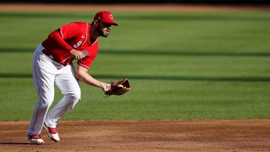 Photo of Reds: Mike Moustakas to IL day after Davidson's COVID-19 positive test