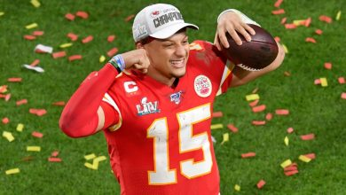 Photo of Patrick Mahomes's 10-Year Extension is Gigantic and Hilarious