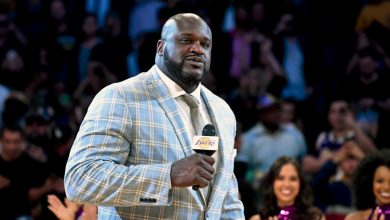 Photo of Shaq stops on Florida interstate to help stranded driver