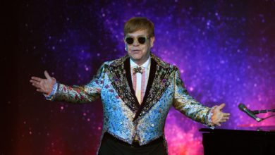 Photo of Elton John celebrates 30 years of being sober