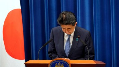 Photo of Japanese Prime Minister Shinzo Abe resigns, citing ill health