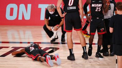 Photo of Miami Heat's Derrick Jones Jr. exits game in stretcher after apparent neck injury