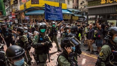 Photo of Hong Kong Police Block Protests Over Delayed Election