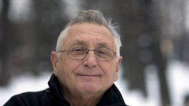 Photo of Jiri Menzel, Czech Oscar-winning director, dies at age 82