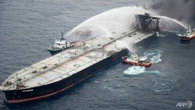 Photo of Kilometre-long slick left by burning oil tanker off Sri Lanka