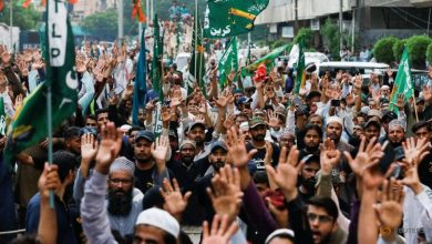 Photo of Thousands protest in Pakistan over reprinting of Mohammad cartoons in France