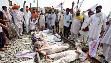 Photo of Indian farmers intensify protests over new grain bills
