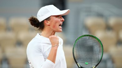 Photo of Simona Halep Upset in French Open by Iga Swiatek