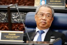 Photo of Malaysia's PM faces calls to quit after failed bid for emergency rule