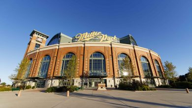 Photo of Milwaukee scraps early voting plans at Bucks, Brewers' stadiums