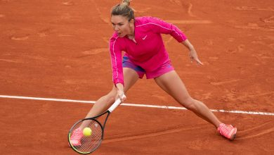 Photo of Simona Halep out of French Open after straight sets loss to Iga Swiatek