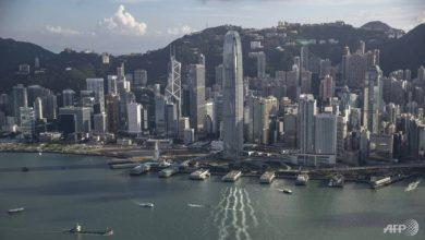 Photo of Hong Kong police arrest smuggling group for helping speedboat fugitives