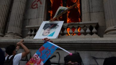Photo of Protesters in Guatemala Set Fire to Congress Building Over Spending Cuts