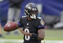 Photo of Lamar Jackson, Ravens Quarterback, Is Sidelined by Team's Coronavirus Outbreak